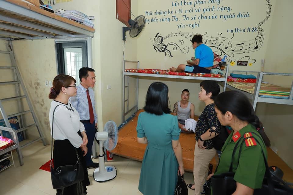 Đoàn thăm phòng cắt cơn tại Aquila Center