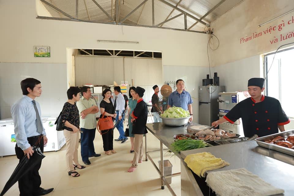Đoàn thăm nhà bếp tại Aquila Center