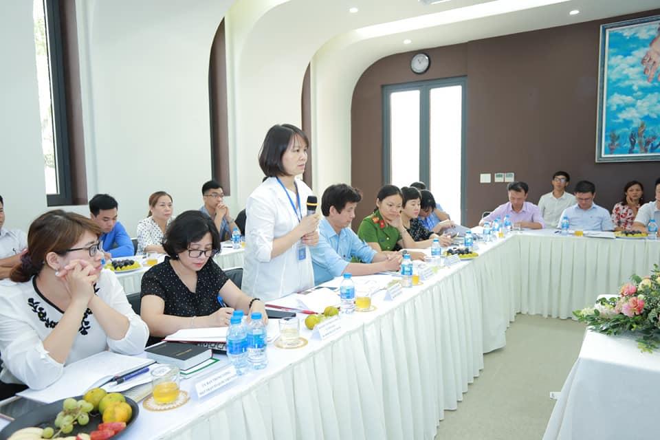 Bà Thiều Thị Hương, Vụ Trưởng Vụ Tin Lành Ban Tôn giáo Chính phủ làm trưởng đoàn công tác.