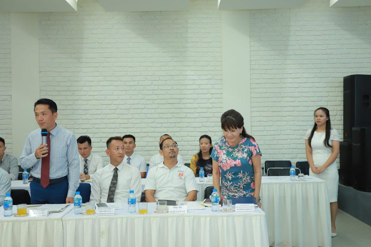 Bà Phùng Kim Vi, Chủ tịch hội đồng Quản trị khu du lịch The Clif, Mũi Né, Phan Thiết, Phó chủ tịch hiệp hội doanh nhân Việt kiều, thuộc Uỷ ban người Việt Nam ở nước ngoài, Bộ Ngoại giao. Người đồng hành cùng Mục vụ Cai nghiện.